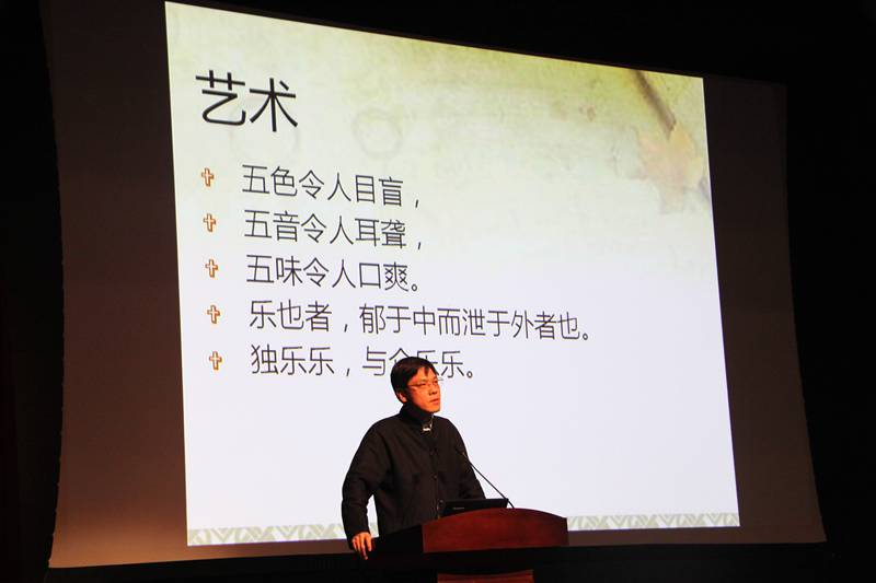 Professor Kong Haiqin visited Beijing Royal School and had a good talk with junior high school students with the topic of Chinese Classics and self-cultivation
