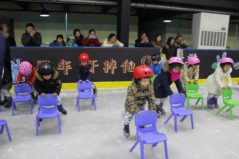 冰球体验,奥运有我——北京王府幼儿园冰球体验周活动