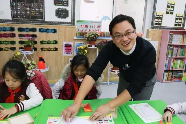 """""""拼""""出的智慧和快乐 ——记一、二年级数学七巧板拼图赛"""