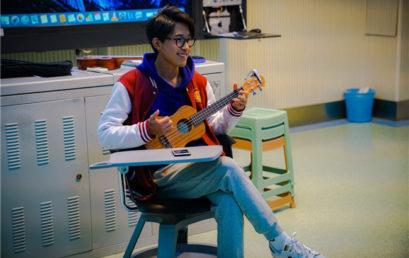 我在王府学音乐  从吉他到尤克里里,弹出对音乐的喜爱