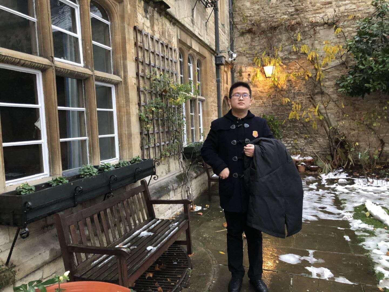在大雪纷飞的英格兰,王府学子敲开牛津大学的门 | 老师眼中的王金皓