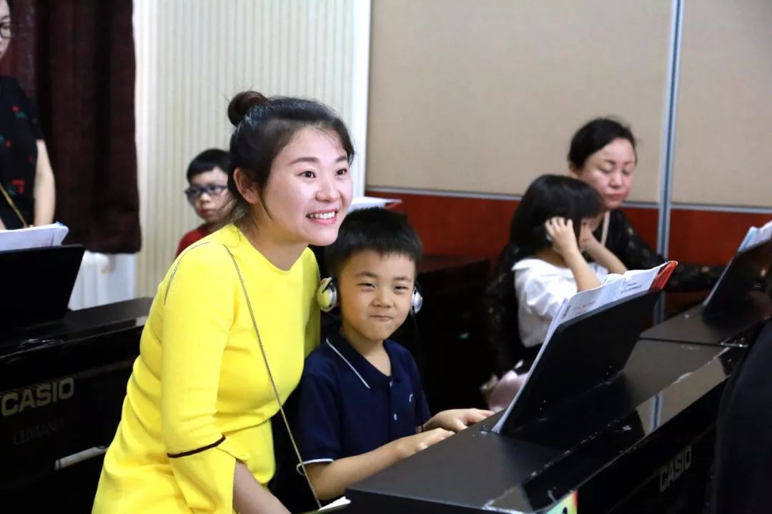 Electronic Piano and Swimming Open Classes Impress All the Parents