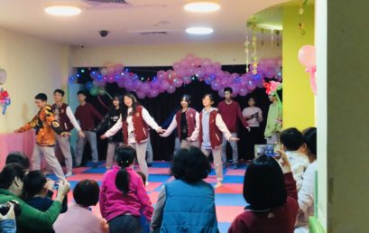 奉献爱心 | 王府学子与阳光鹿童康复中心的孩子们共度圣诞